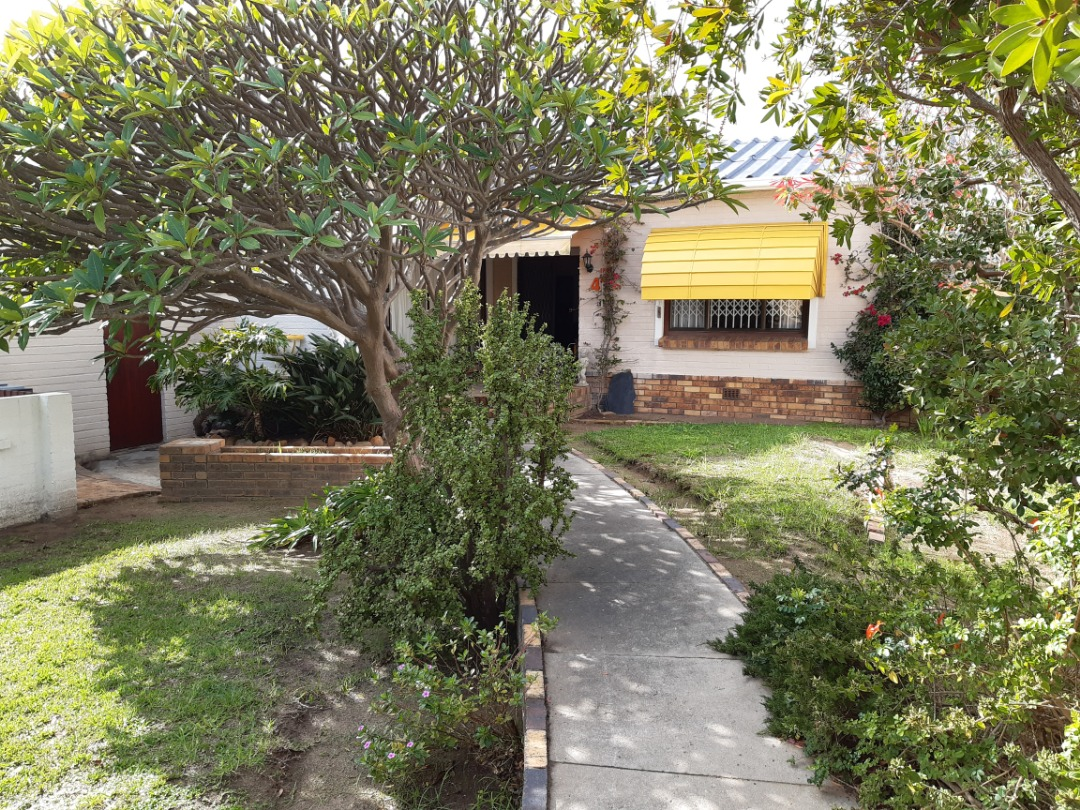 2 Bedroom Cottage for sale in Gordon's Bay Old Village a Block away from the Beach