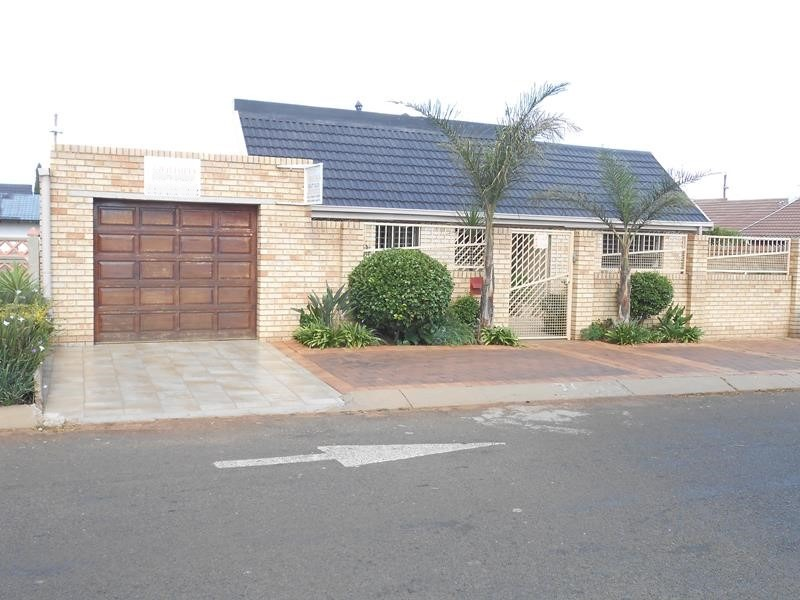 Cute & Cosy 4 bed home - lenasia south, ext 2