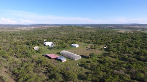 Well-developed 25.5ha lifestyle- and sheep farm 20 minutes north of Pretoria. Ideal for the city-slicker farmer who wants to escape the city slog. Income potential of up to R1.6million/year.