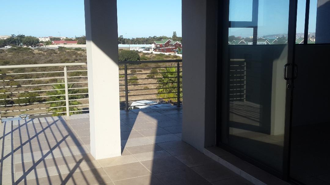 3 bedroom unit in sought after apartment complex Hartenbos