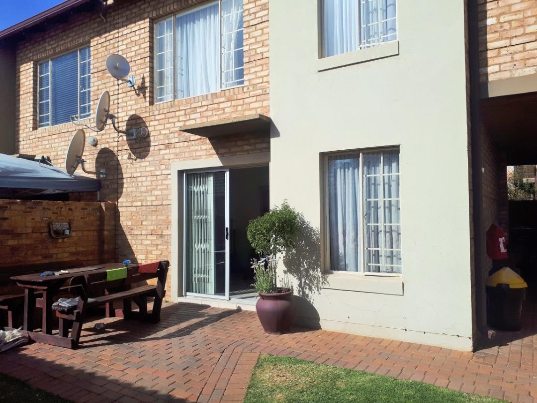 3 bedroom Duplex for Sale in Oukraal Estate