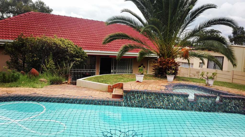 4 Bedroom House for sale in Garsfontein ENT0083808 : photo#2