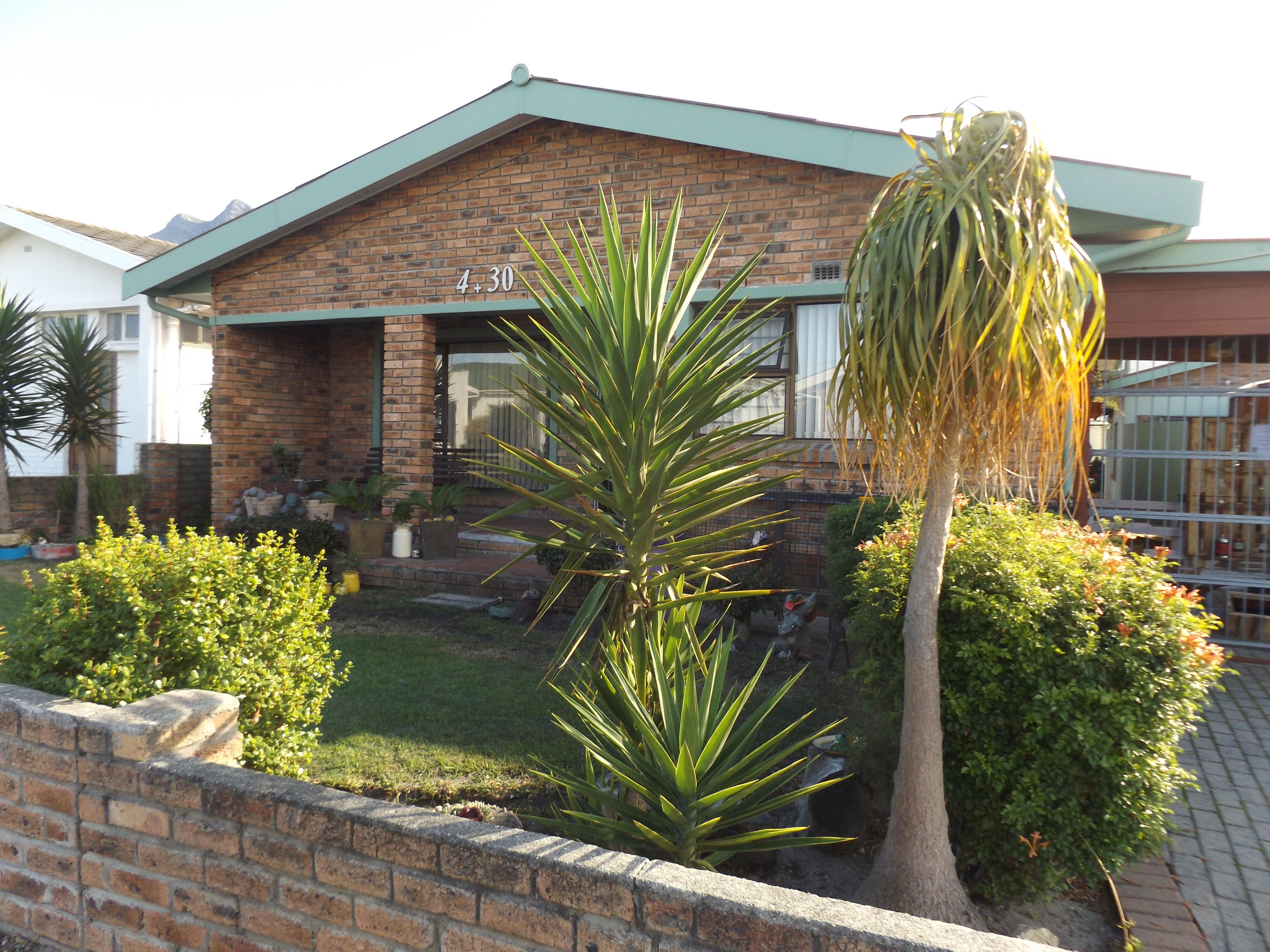 3 Bedroom house with flatlet for sale in Kleinmond