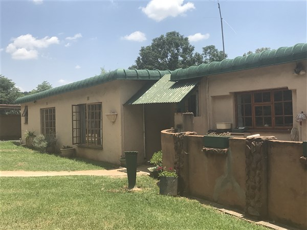 3 BedroomSmall Holding For Sale In Magaliesburg