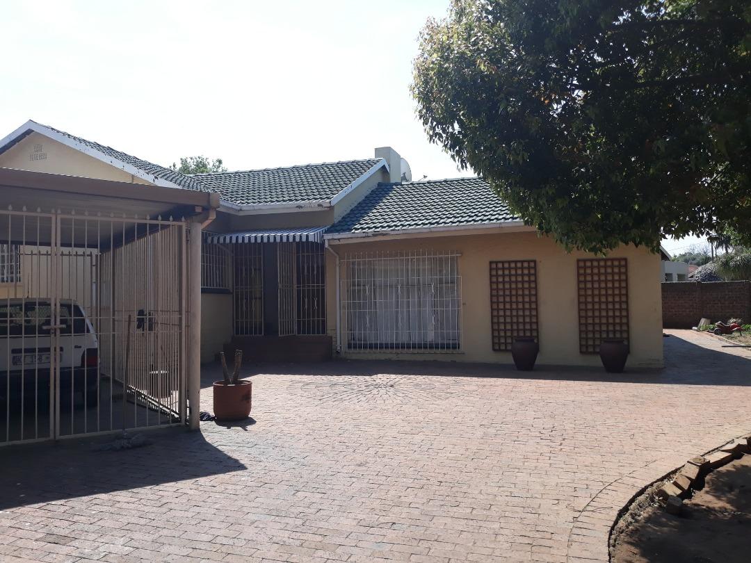 4 bedroom house in Hazeldene R1 250 000