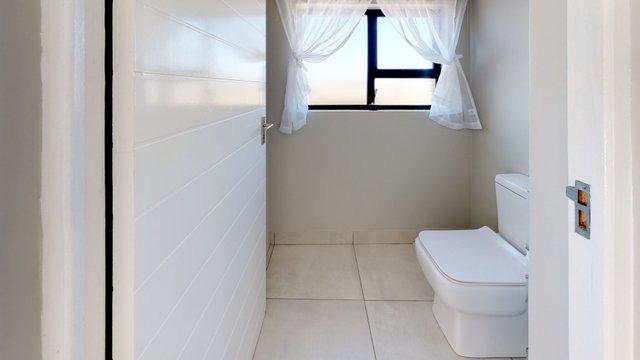 385-Cork-Ave-Security-Development-in-Ferndale-for-sale-By-ANTON-TROMP-KW-Clockwork-Bathroom(1).jpeg