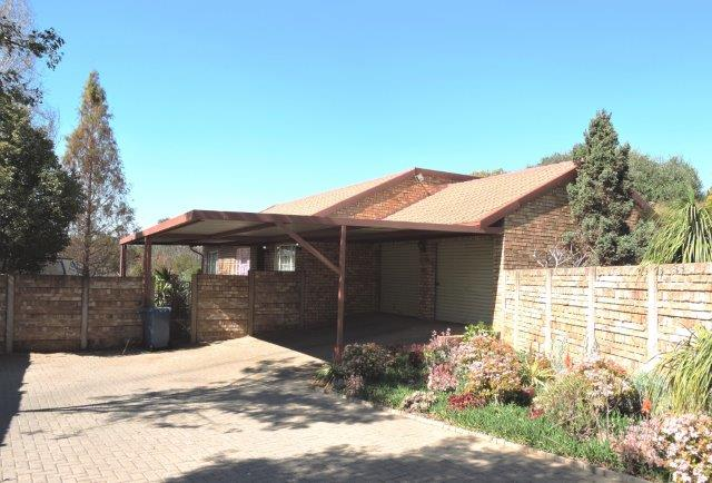 3 BedroomTownhouse For Sale In Rooihuiskraal North & Ext