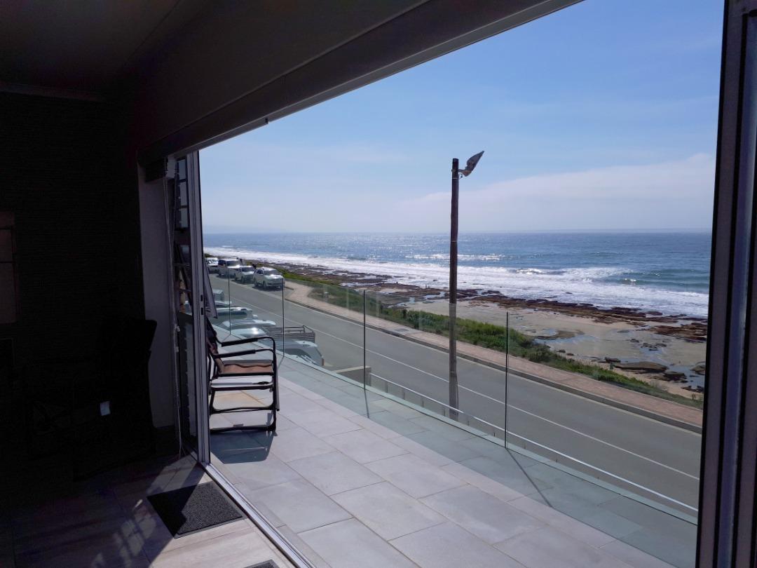 4 Bedroom, 4 Bathrooms, beach road, house for sale in Reebok