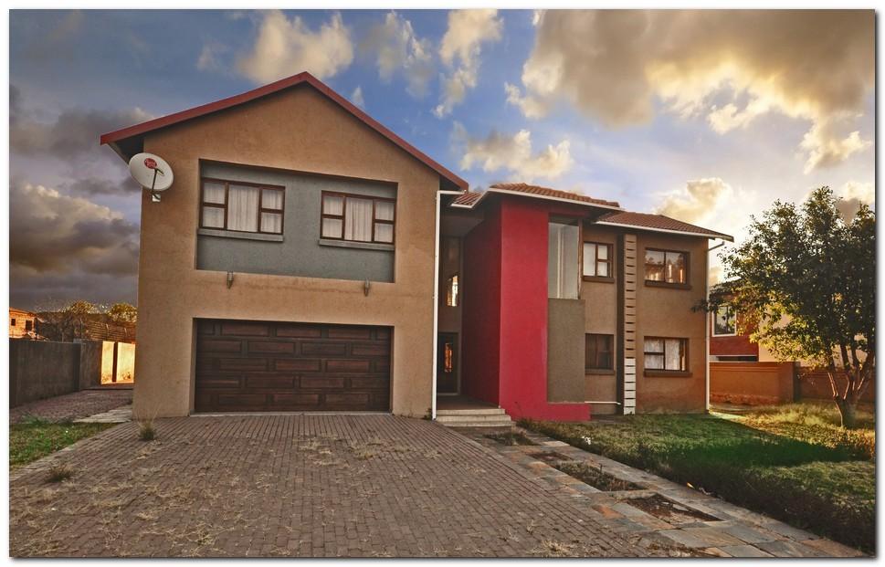 Modern 6 Bedroom Property on Offer