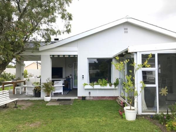 Beautifully renovated, 3 Bedroom, family home in Kirstenhof