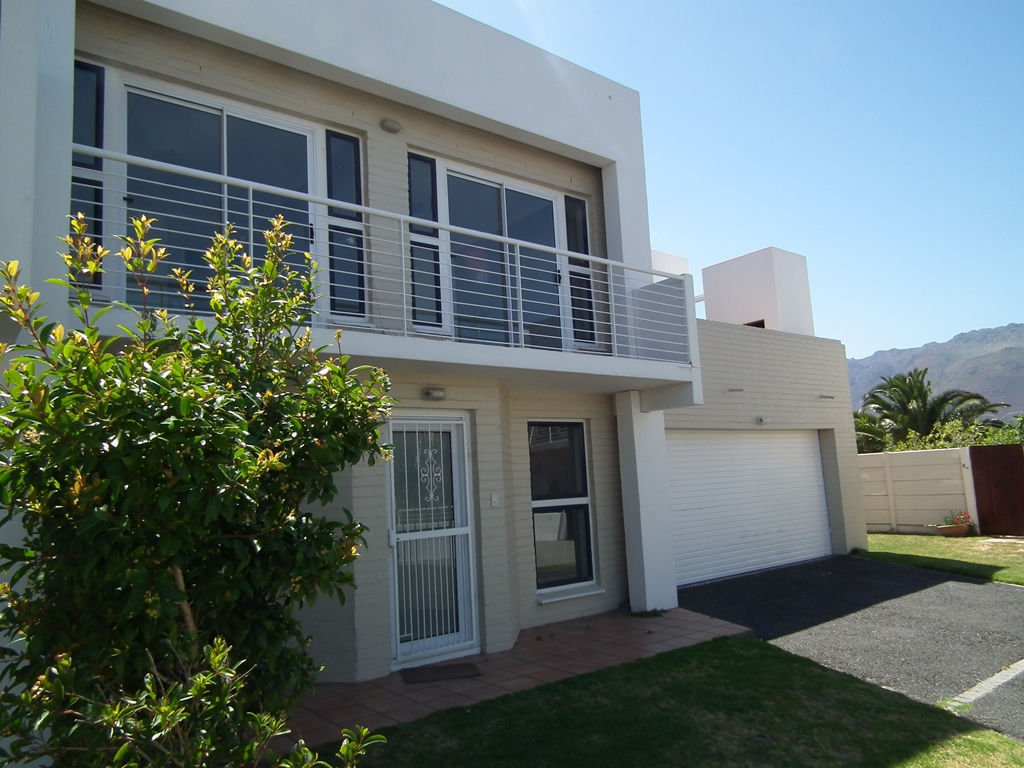 3 BedroomTownhouse For Sale In Cayman Beach