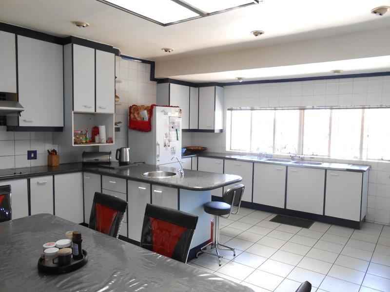 Spacious & Charming 4 Bedroom home with Outbuilding - Lenasia Ext 1