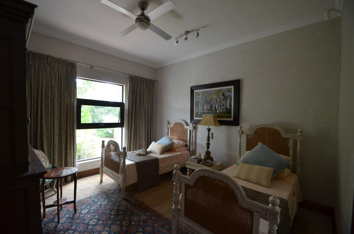1 Luxurious Bedroom house with 3 Bedroom house