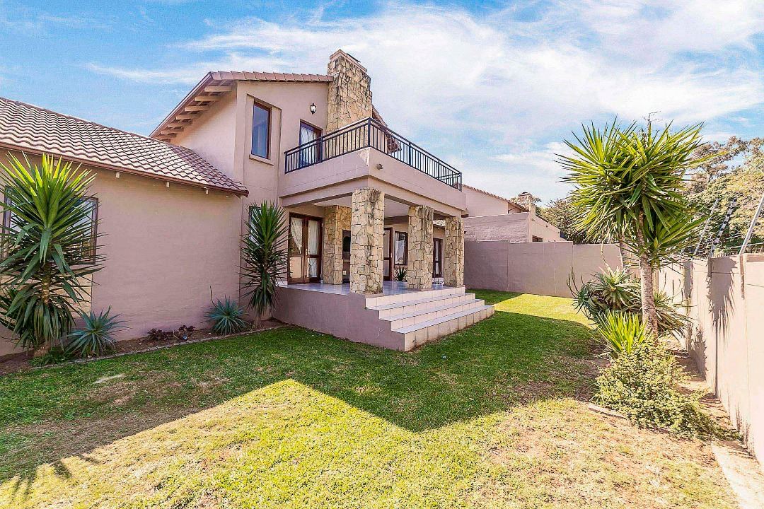 3 bed,2 bath in secure sought after Estate