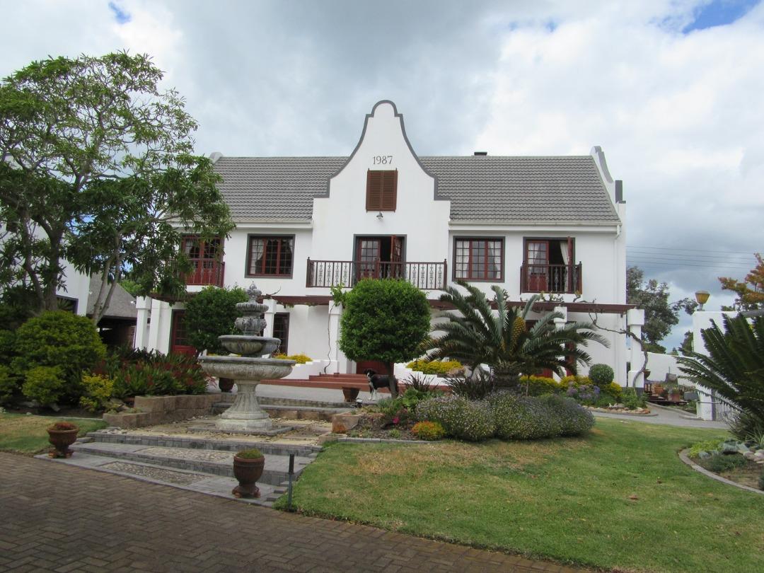 Beautiful - Unique - Cape Dutch house for sale in Fraaiuitsig Klein Brakriver
