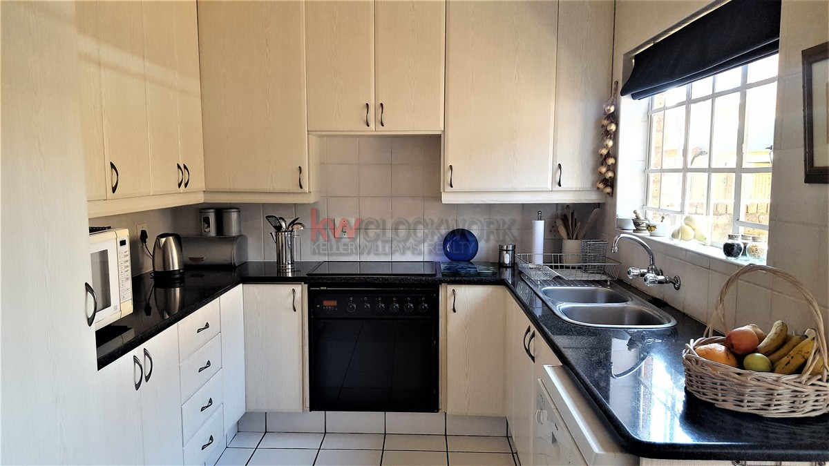 4 Bedroom Townhouse for sale in Bassonia ENT0074456 : photo#2