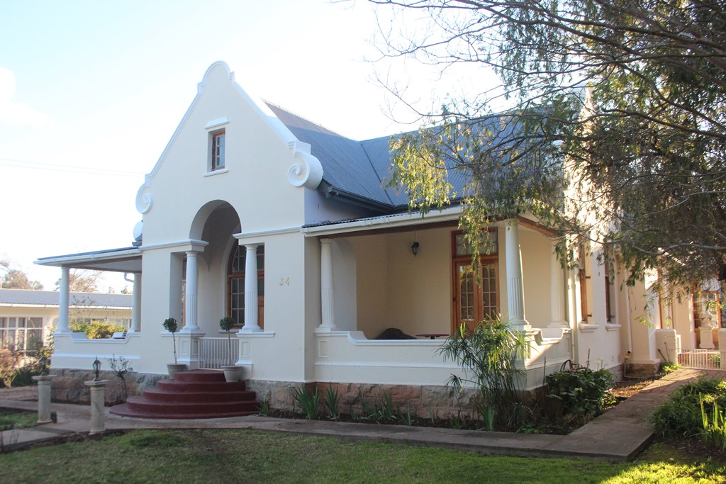 5 BedroomHouse For Sale In Ladismith