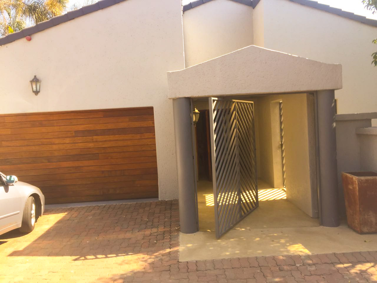 Lovely 4 beds 3 baths house for sale in Braynston - Sandton