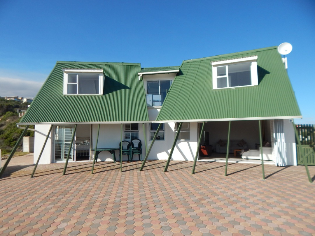 Beautiful 3 bedroom 2 bathroom  house with sea view for sale in Dana Bay