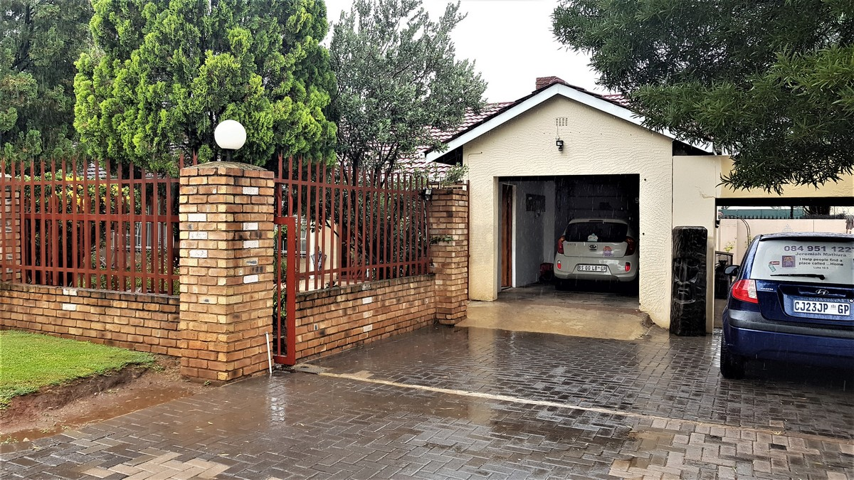 3 Bedroom House for sale in Verwoerdpark ENT0084632 : photo#13