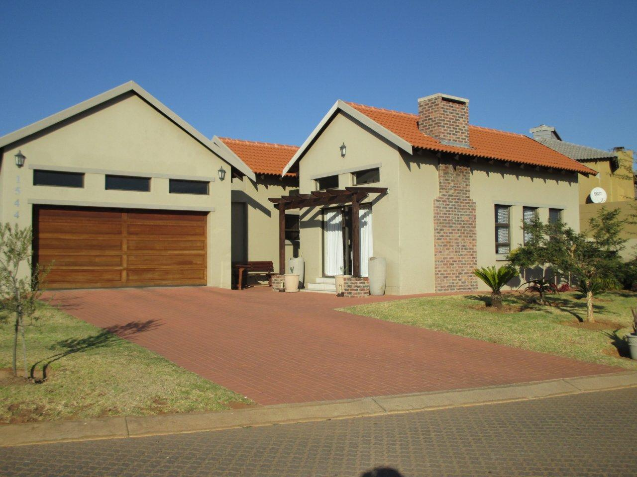 3 BedroomHouse For Sale In Copperleaf Golf & Country Estate