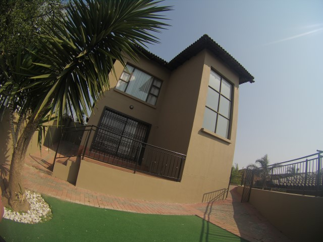 3 Bedroom Townhouse for sale in Bassonia ENT0067326 : photo#1