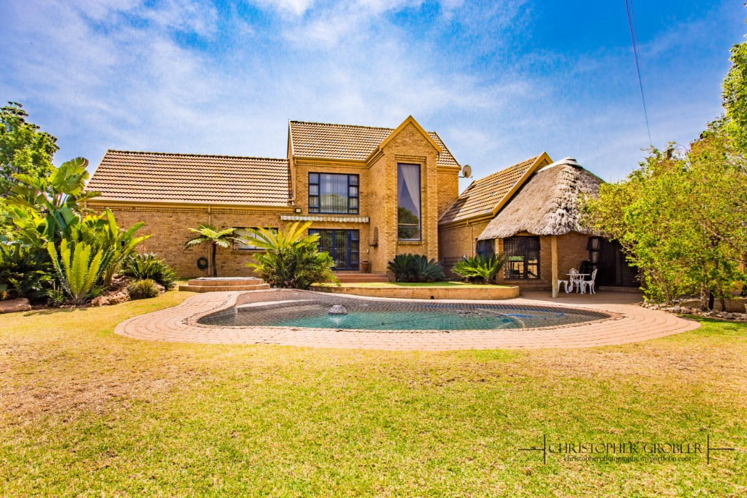 4 Bedroom House for sale in Moreleta Park