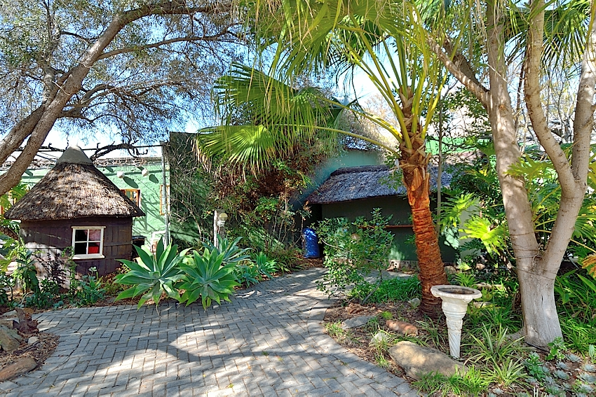 6 BedroomHouse For Sale In Montagu