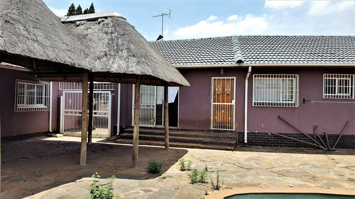 3 Bedroom House for sale in Verwoerdpark ENT0079258 : photo#1