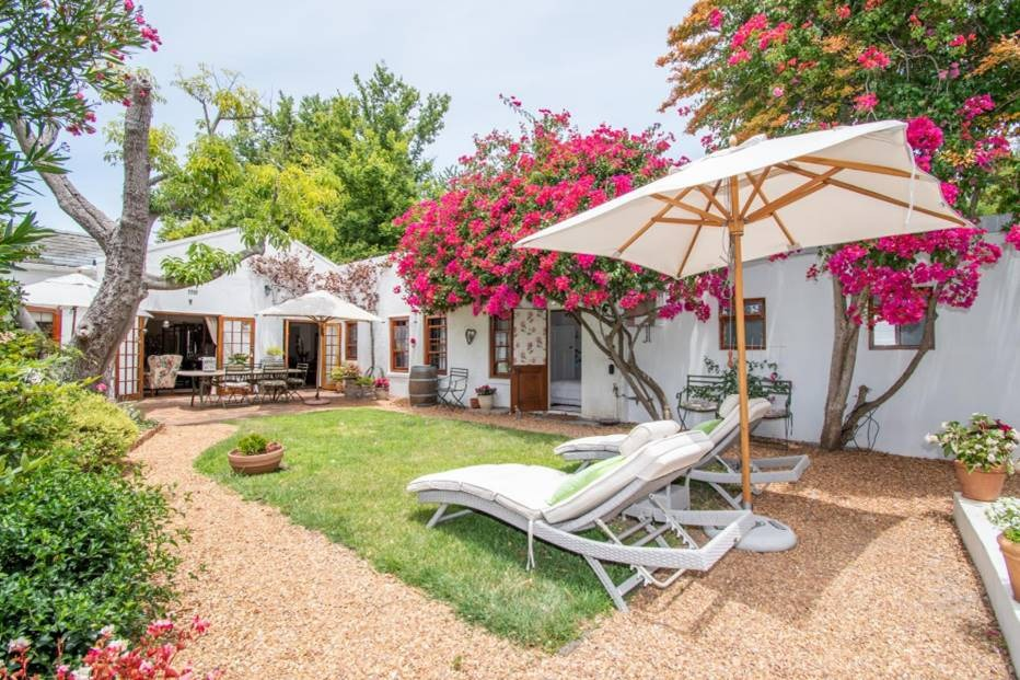 A Gem of a cottage in Constantia Upper