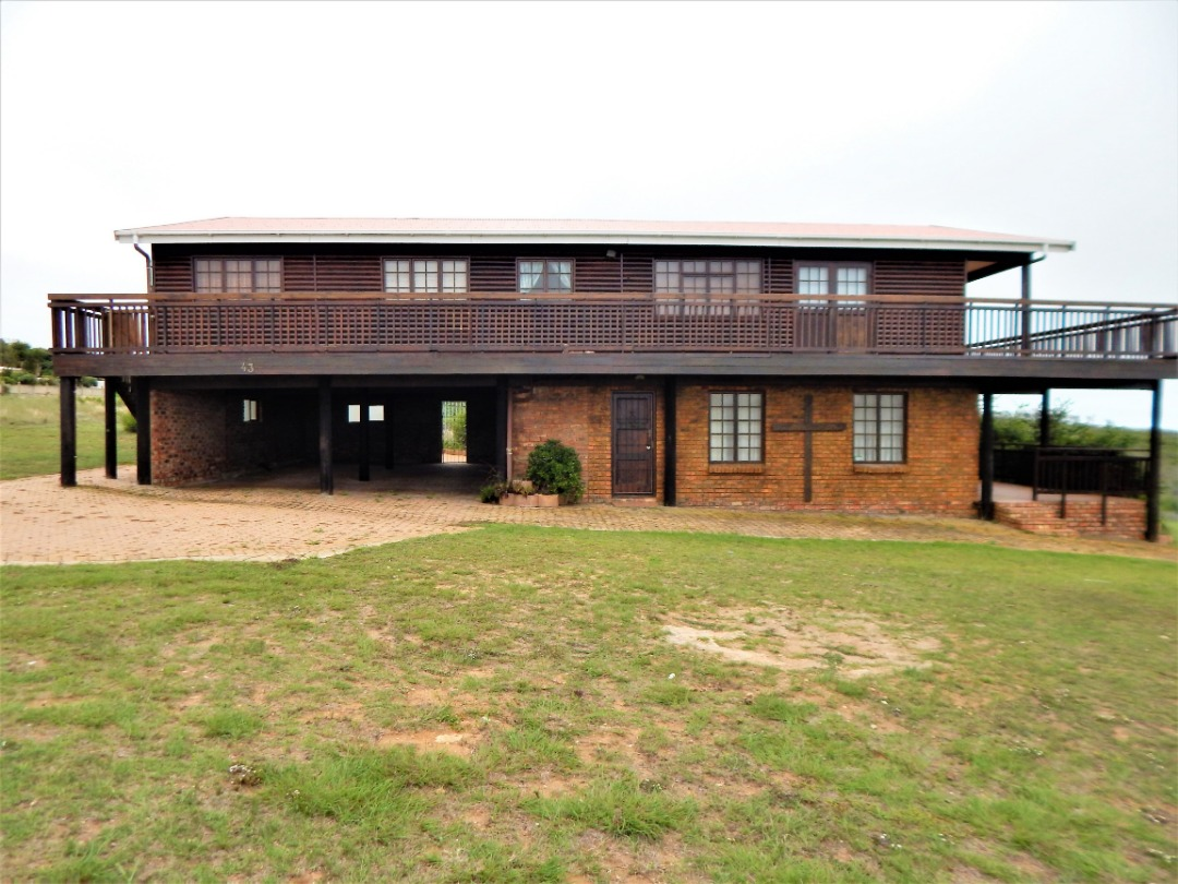 Large 4 bedroom family home with a 2 bedroom flatlet in Dana Bay on the Garden Route