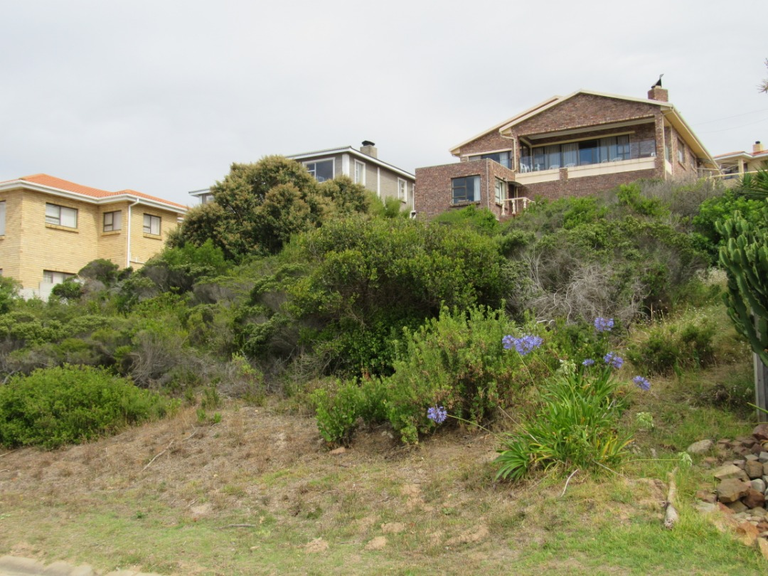 Vacant plot with spectacular ocean views.