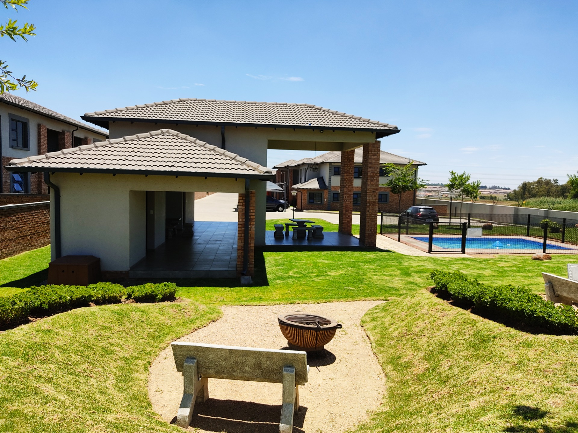 3 Bedroom Modern Apartment  In Midrand
