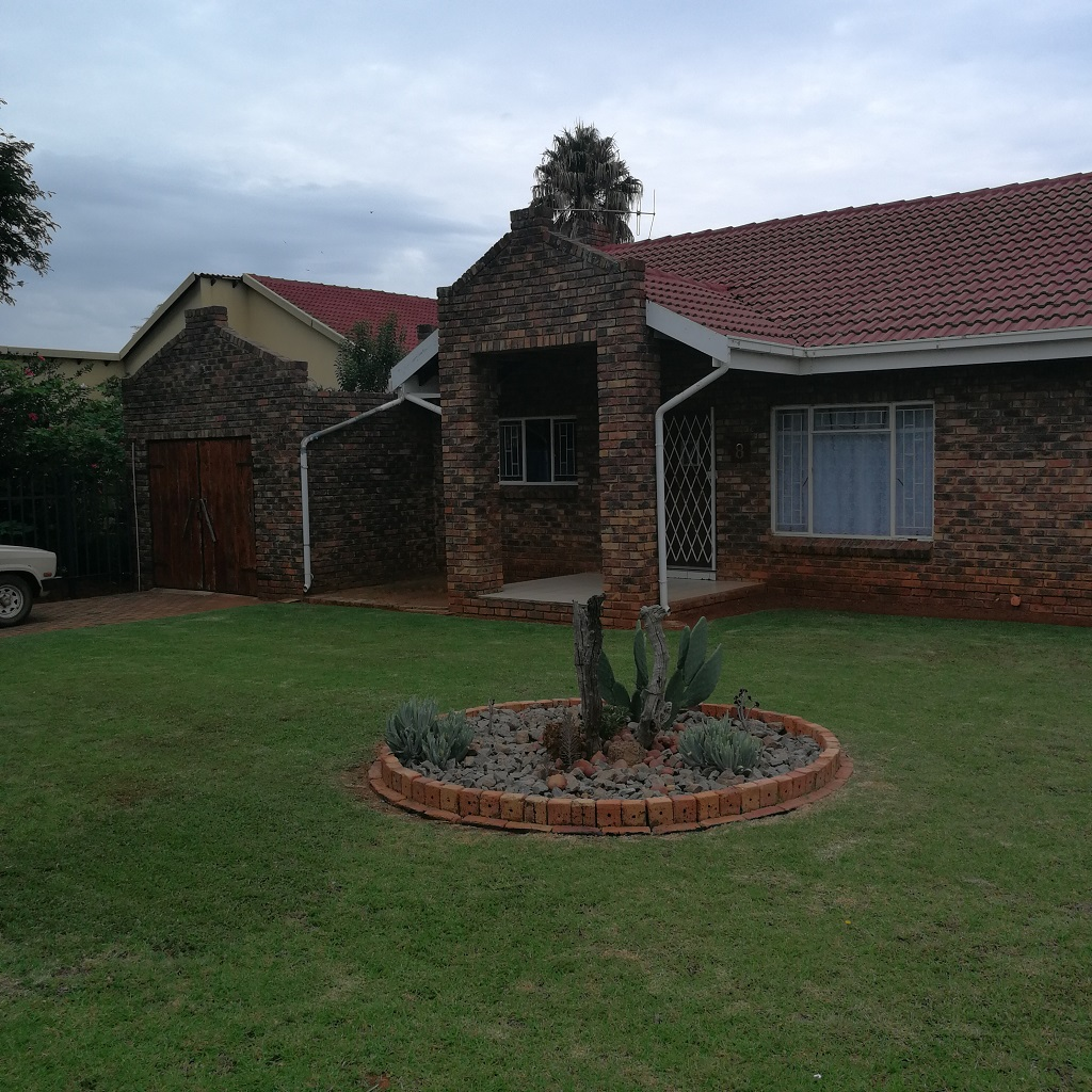 2 BedroomHouse For Sale In Rayton