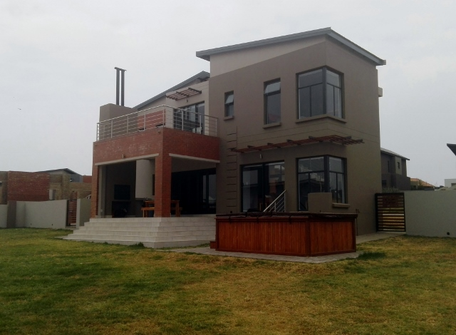 THREE BEDROOMS HOUSE WITH ROOM TO EXPAND!