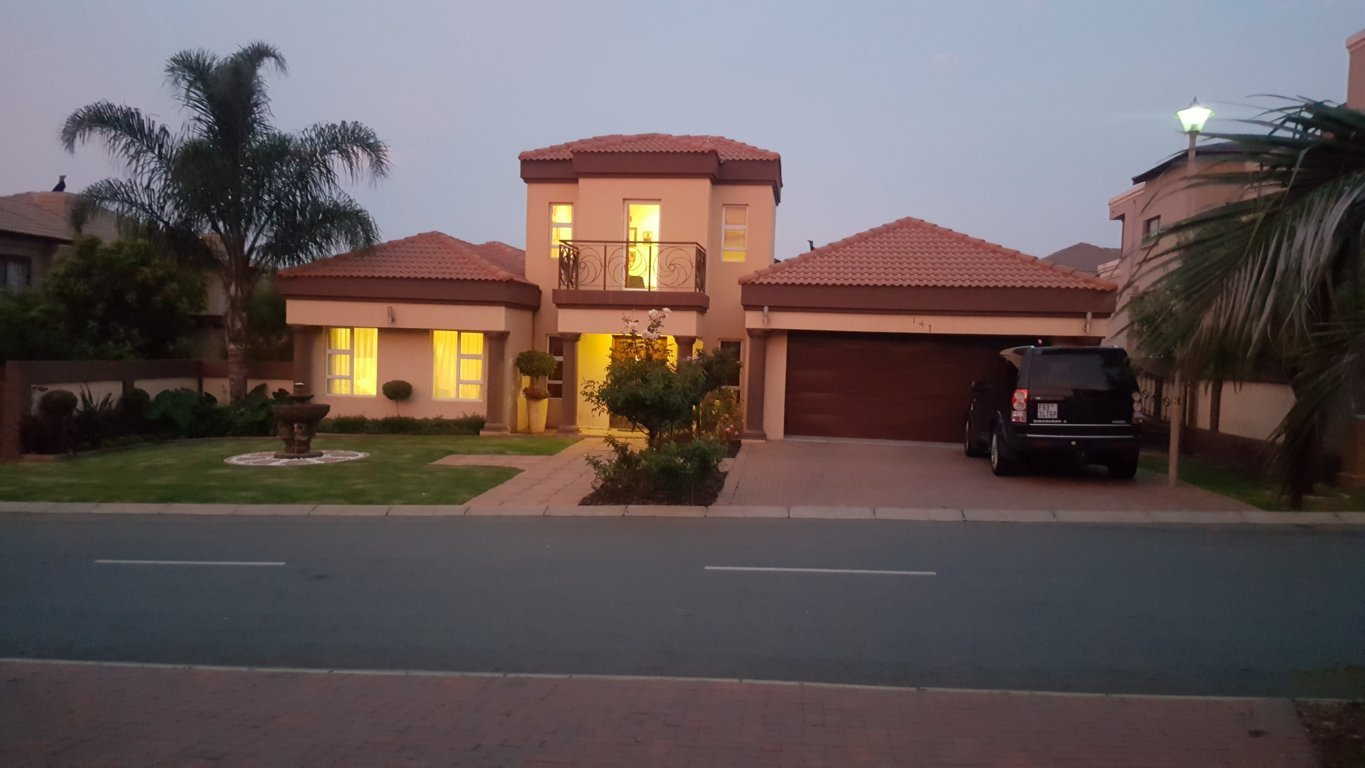 6 BedroomHouse For Sale In Blue Hills