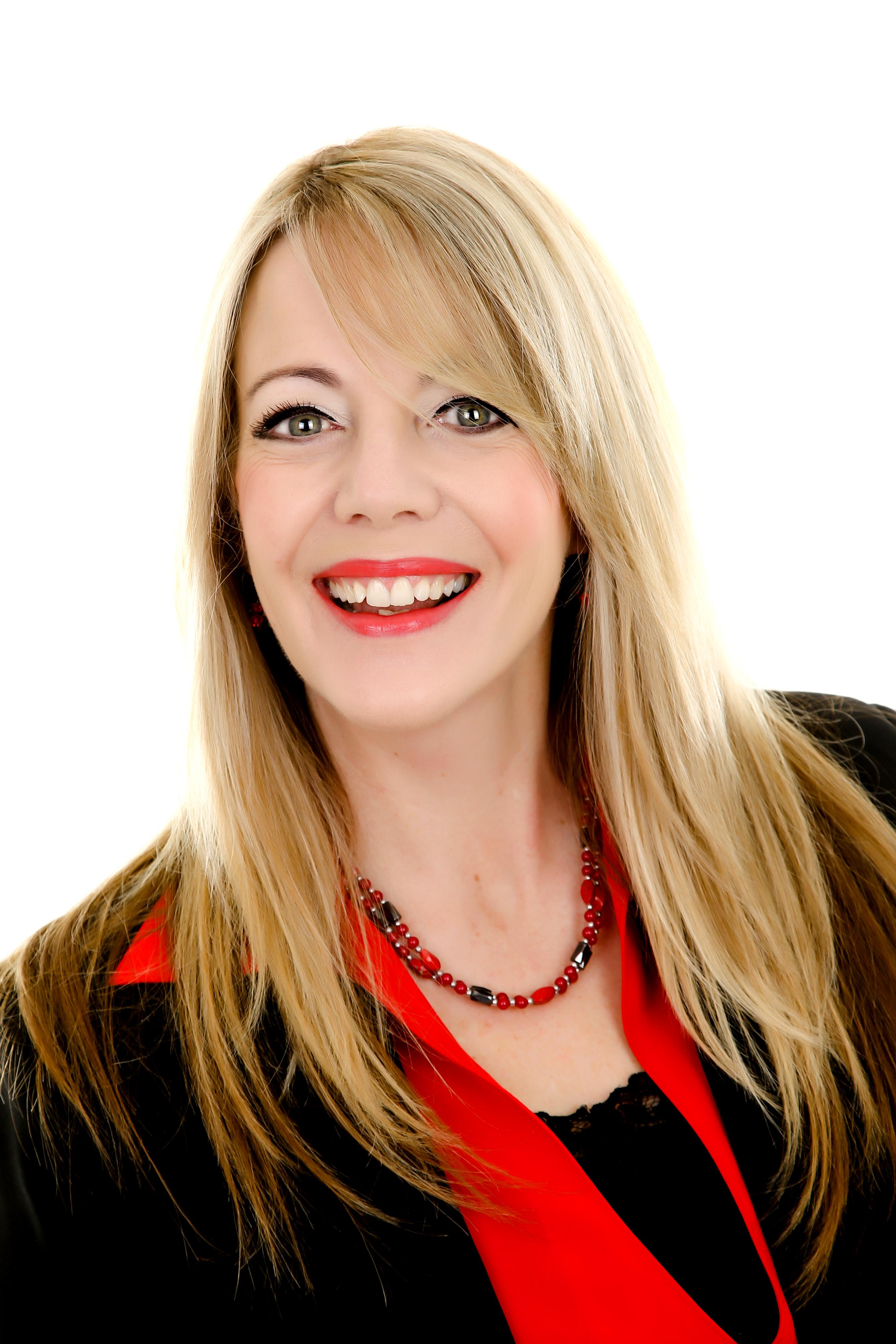 Real Estate Agent - Lindsay Carr