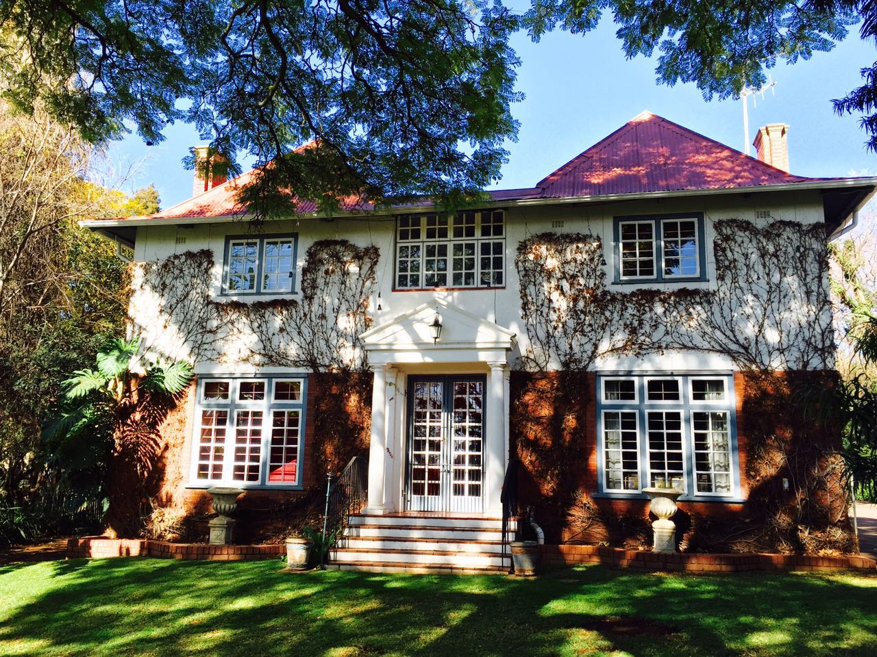 4 Bedroom classic house with modern studio in Baileys Muckleneuk