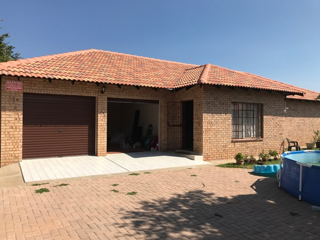 5 New Town Houses choose your 1 - Modimolle