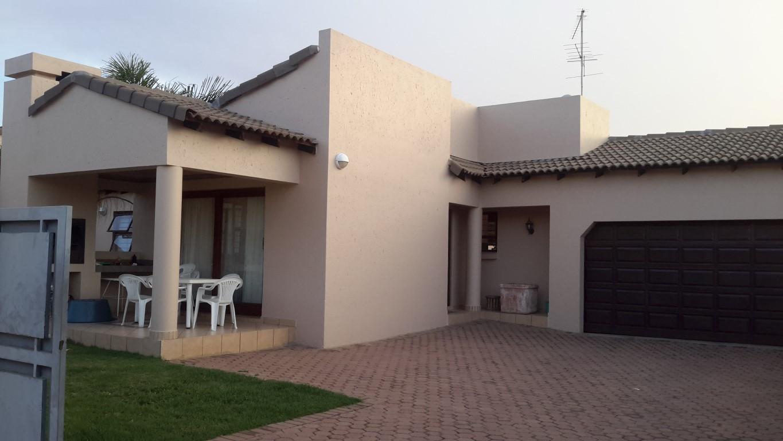 2 BedroomTownhouse For Sale In Radiokop