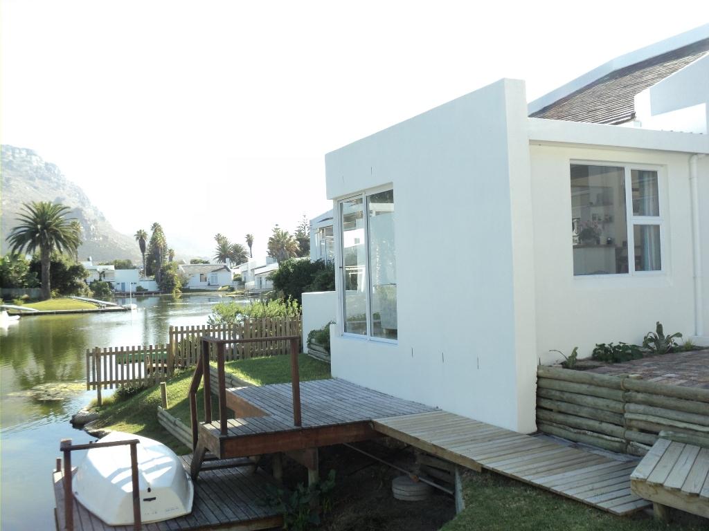 Waterside dual living home Marina Da Gama