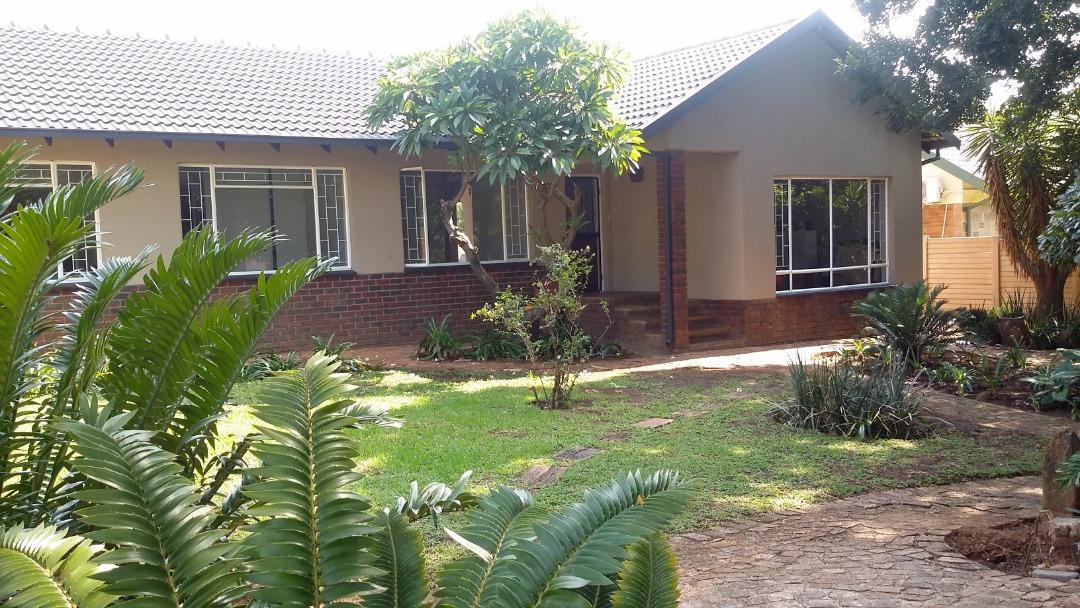 4 bed 2 bath pool borehole - Meyerspark
