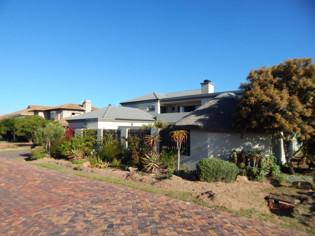 Turn key family home in Mossel Bay Golf Estate