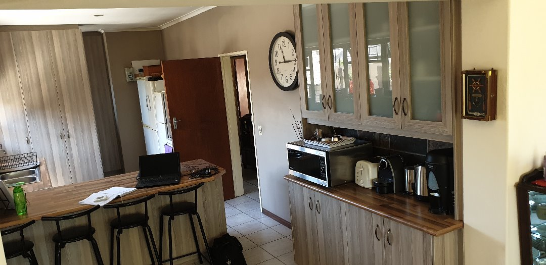 A beautiful 4 bedroom house for a family with kids and or pets