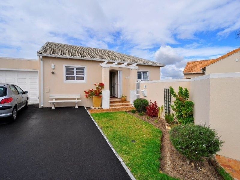 2 BedroomHouse For Sale In Sunningdale