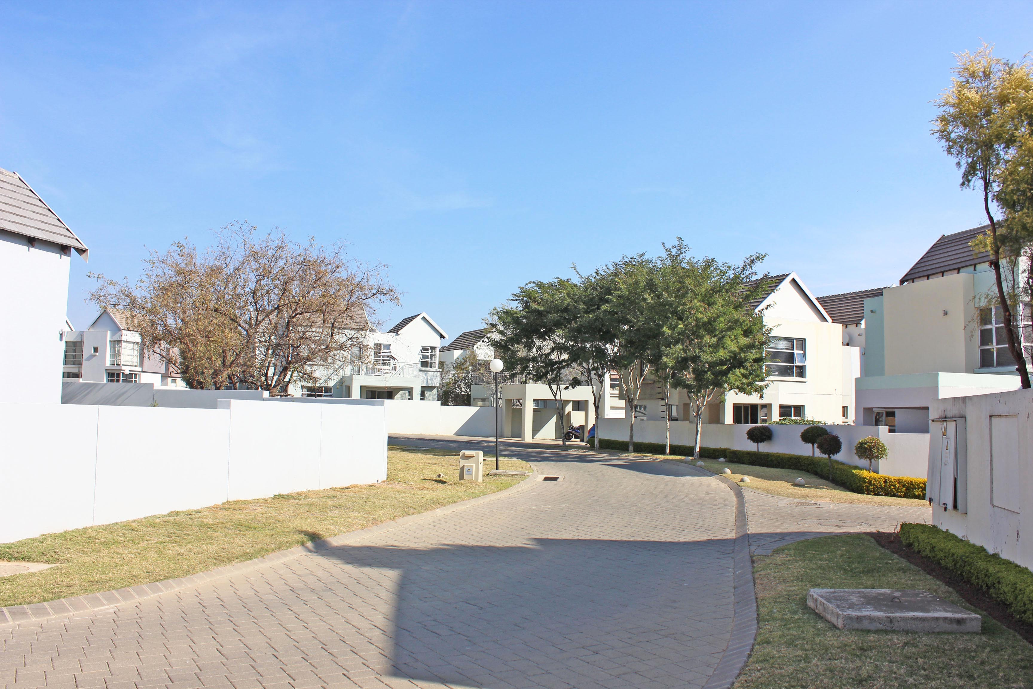 3 Bedroom Townhouse for sale in North Riding ENT0075308 : photo#16