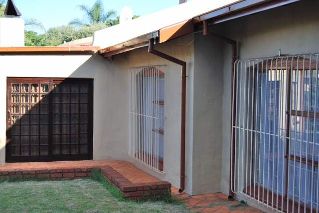Welcoming spacious family home 4 Bedrooms 2 full bath.