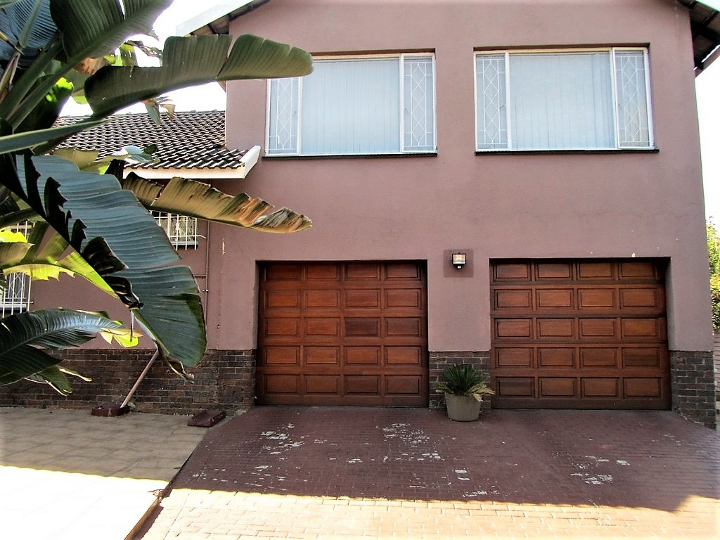 Looking for a modern spacious family home with a flatlet? Then this is for you.