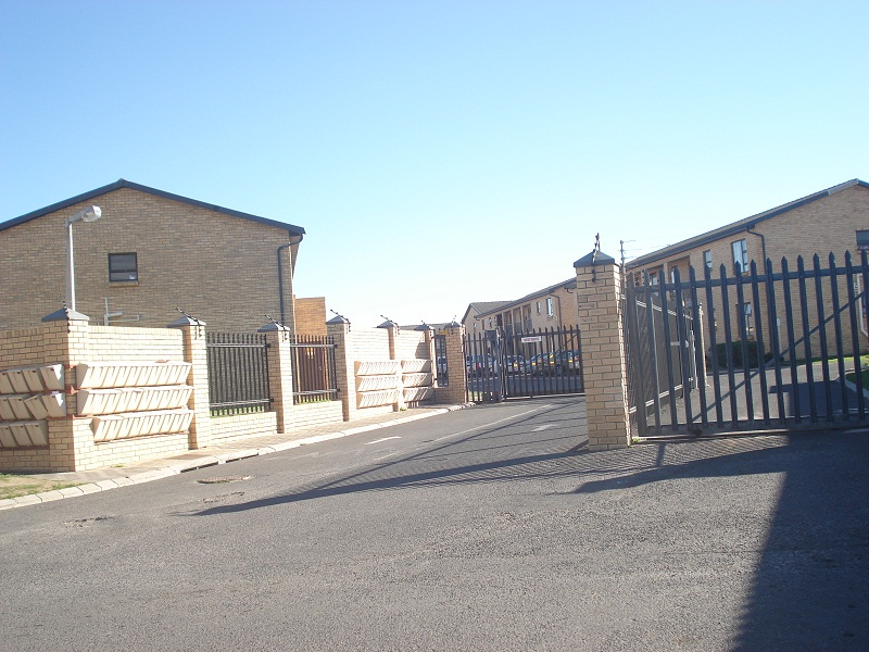 2 BedroomApartment For Sale In Fairview Golf Estate