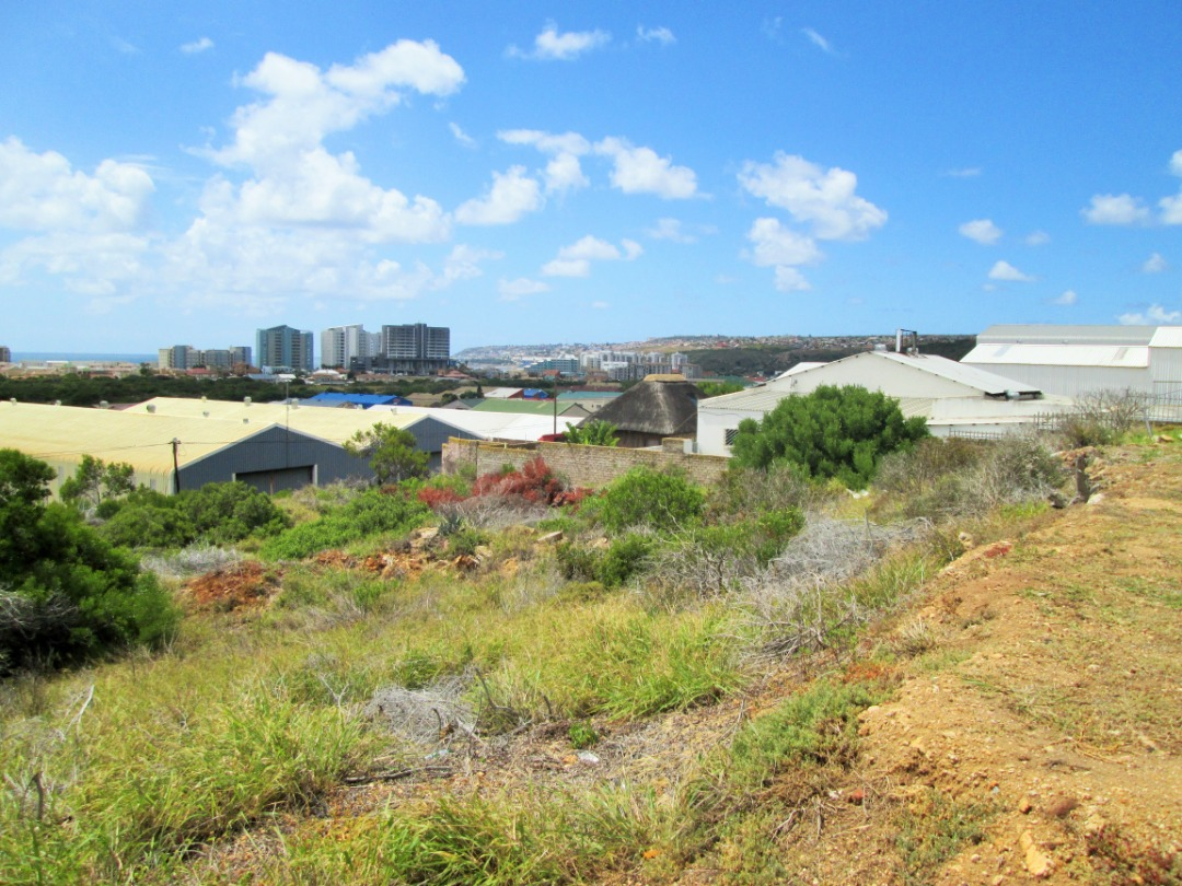 Large Vacant Commercial Stand is now For Sale in Voorbaai, Mossel Bay